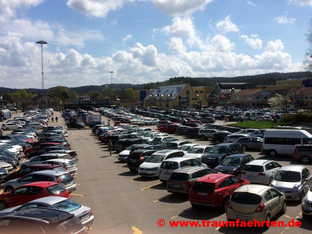 Gekas mit dem Wohnmobil PKW Parkplatz